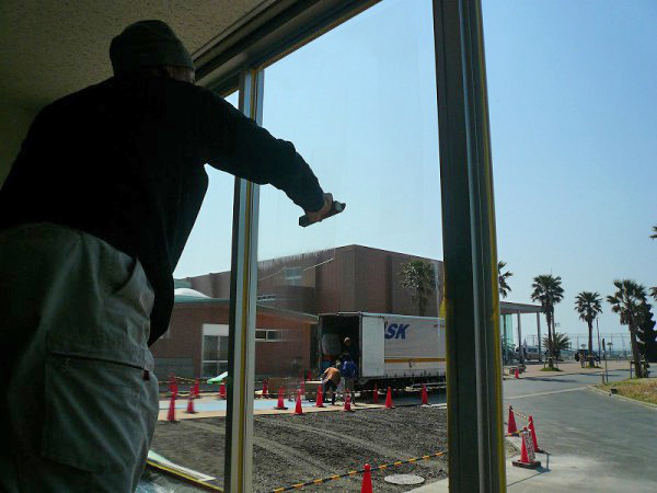 窓遮熱コーティングの施工6